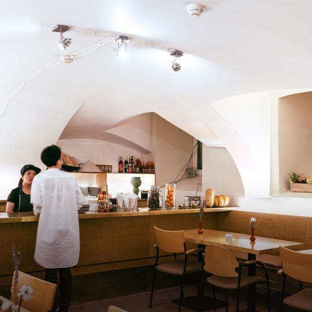 Кафе-бар Nhà в Столешниковом переулке — Место на The Village