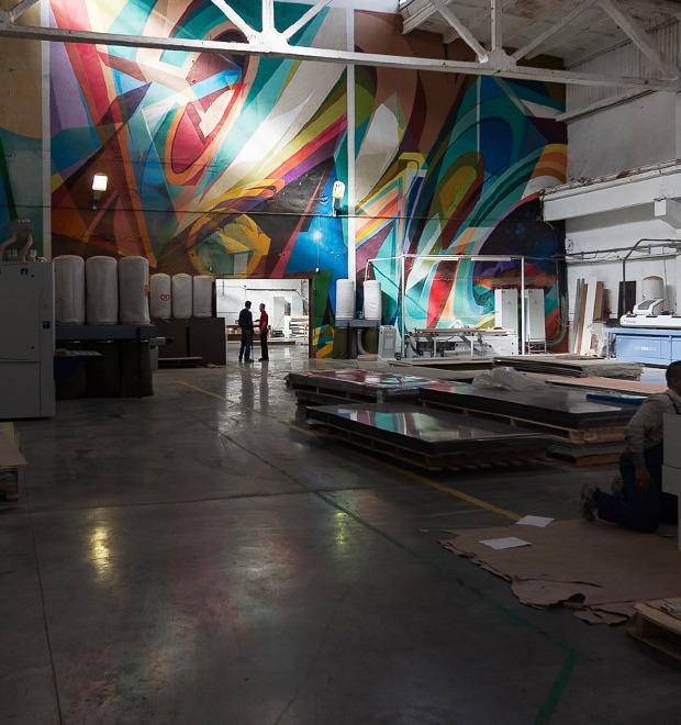 Фоторепортаж: Как действующий завод становится музеем стрит-арта