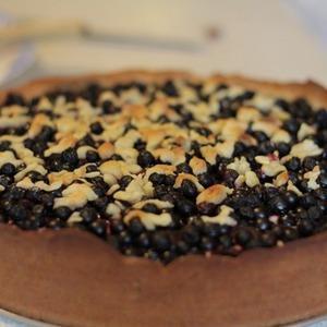 Чернично-вишневый пирог — Рецепты читателей на The Village