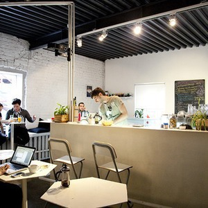 Общая кухня: Кафе-бар Iskra, кафе «Молоко», Genius Bar и Cafe Brocard на «Флаконе»