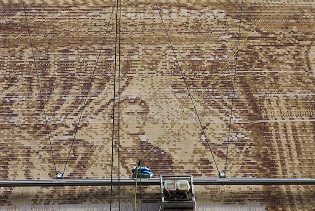Как выглядит первое в России граффити, созданное роботом и нейросетью