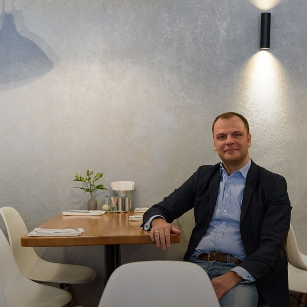Barclay на Моховой: Как бывший топ-менеджер открыл ресторан и теперь работает в нем официантом — Индустрия на The Village