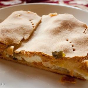 Пирог с луком-пореем и брынзой
