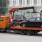 Лужков уберет автомобили с тротуаров