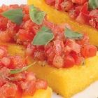 Полента с помидорами и каперсами
