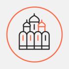 Казанский собор потемнел после мокрого снега