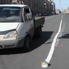 Активисты автомобильного движения сами нарисовали стертую дорожную разметку в центре