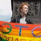 Фото дня: Десантники пытались избить гей-активиста на Дворцовой