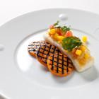 Рецепты шефов: Жареный палтус cо cладким картофелем гриль и соусом из зелёного яблока и манго