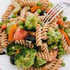 Салат из цельнозерновой пасты и брокколи