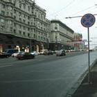 На тротуарах Тверской улицы разрешили парковку