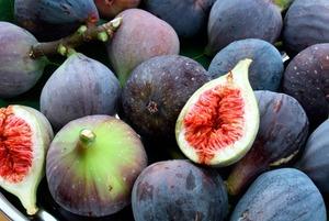 «И фрукты, и овощи идут полным ходом»: Что искать на рынках в августе