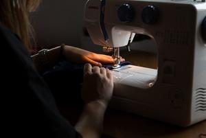 Новые дизайнеры из Петербурга: Конструктор свитеров, ретро-бельё и носки для феминисток