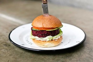 Попробовать вегетарианский бургер из The Burger Brothers