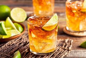 Квас, аджика и локальные травы: Рецепты новых коктейлей с виски