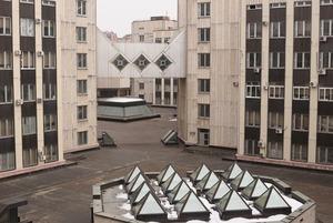 Как работают в НИИ, офисах Сити и доме с корнями