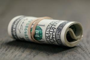 Специалист по финансам — о судьбе рубля и о том, стоит ли сейчас бежать скупать валюту
