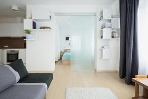 Квартира для большой семьи с минималистским интерьером