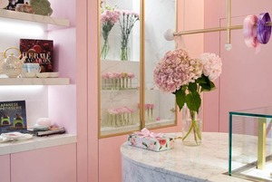 Эклеры и сахарные розы: Кондитерская La Rose на первом этаже «Европы»