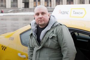 «Не качает»: The Village слушает главные альбомы года с таксистом
