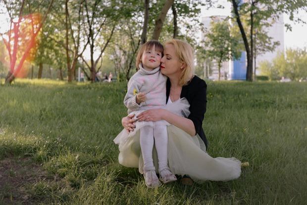 Светлана Цуканова — о жизни с ВИЧ и воспитании дочек