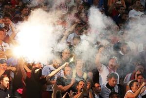 Почему футбольные фанаты такие агрессивные?