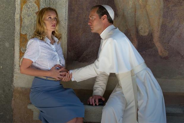 Джуд Лоу в роли понтифика в «Молодом папе», новые песни Дрейка и Звягинцев о цензуре