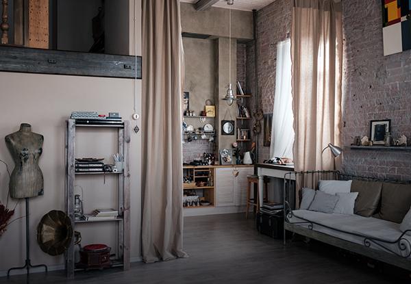 Светлая двухуровневая квартира-мастерская фотографа на Грузинке