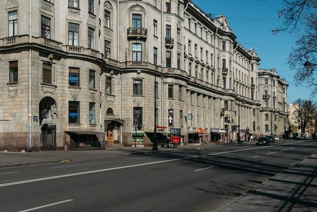 «Я живу в Доме трех Бенуа» (Петербург)