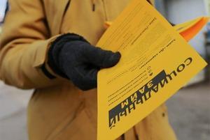 Флаер тебе в руку: Почему компании всё ещё печатают листовки и нанимают промоутеров