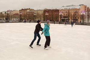 Где кататься на коньках в Петербурге