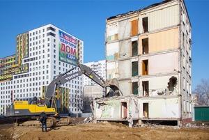 Как сносят пятиэтажки