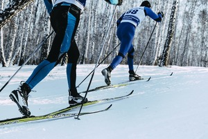 Акройога, сайклинг, аквастендап: 7 нескучных спортивных тренировок на каникулы