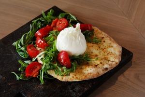 Неаполь из Петербурга: «Пицца 22 сантиметра» на Солянке
