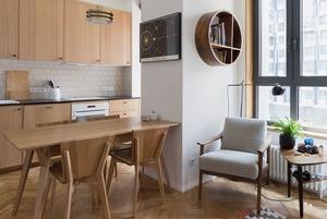 Дерево, стекло и рок: Квартира со столярной мастерской на Береговом