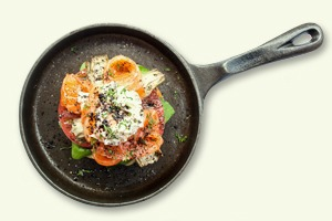 Завтраки дома: Бейгл с лососем и артишоками и брускетта из ресторана «Уголёк»