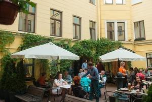 17 летних террас в петербургских дворах