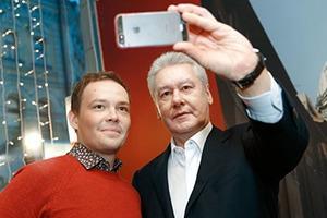 Селфи в кулуарах: Автопортреты российских политиков