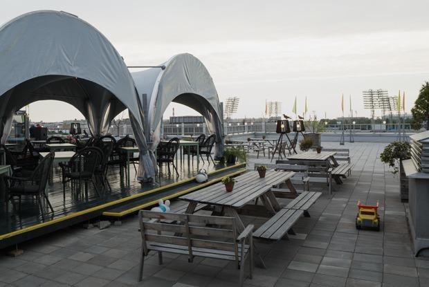 Улицы, крыши, дворы и вода: Лучшие террасы Петербурга