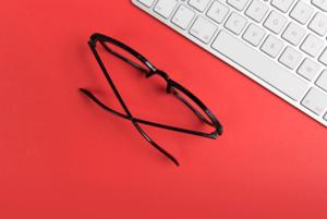 Работать за компьютером в специальных очках