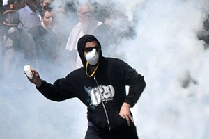 Как у них: Чего требуют на митингах жители Афин, Минска, Тель-Авива и Гонконга