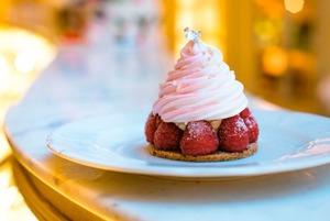 Тепло и сладко: Где пить чай с пирожными?