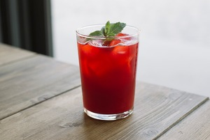 Копчёный пунш с ягодами и ещё четыре летних безалкогольных коктейля
