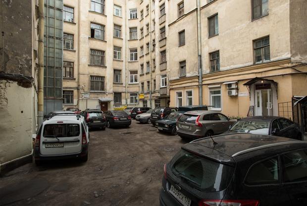 На зоне: Как изменилась жизнь в центре после запуска платной парковки