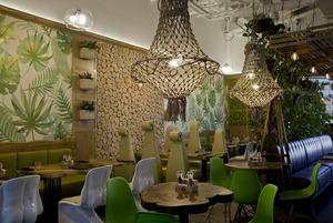Стабилизированный мох и эко-эклектика в новом кафе осознанного питания в «Гринвиче»