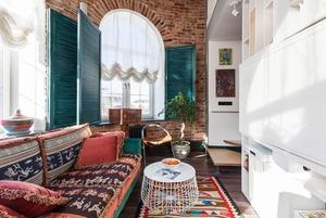 Эклектичная двухуровневая квартира для дизайнера
