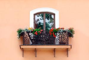 Как обустроить балкон в каталонском стиле