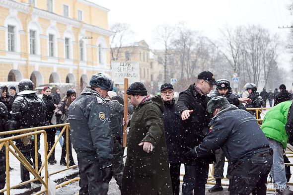Два санкционированных митинга в Петербурге собрали 2 500 человек. Изображение № 24.
