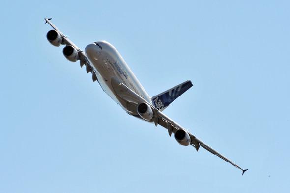 Двухэтажный A380 может взять на борт 525 пассажиров. Изображение № 6.