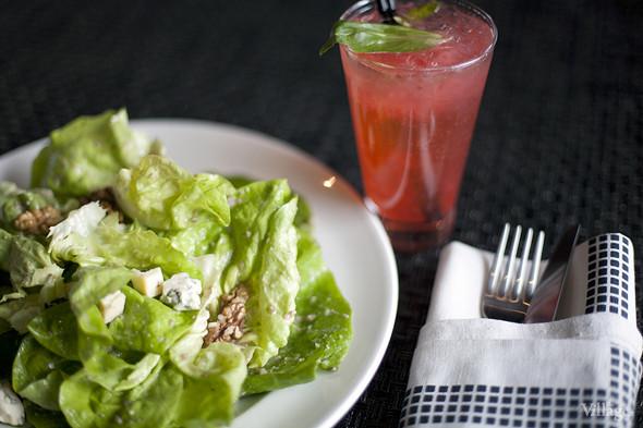 Салат-латук с сыром Блё д'Овернь, жареными грецкими орехами и заправкой из кленового сиропа — 290 рублей. Изображение № 30.